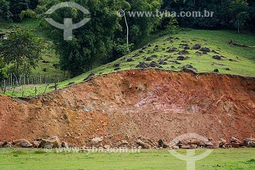 Deslizamento de encosta - margem da Estrada Boa Esperança na Serra do Tinguá  - Nova Iguaçu - Rio de Janeiro (RJ) - Brasil