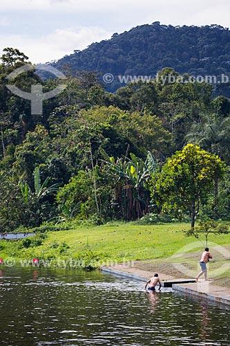 Homens saindo da Lagoa na Fazenda Tucano  - Nova Iguaçu - Rio de Janeiro (RJ) - Brasil