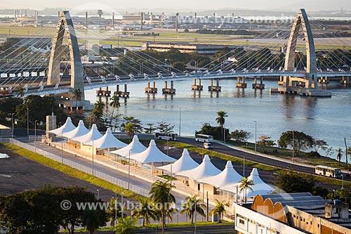 Vista da Estação BRT Transcarioca - Fundão (Terminal Aroldo Melodia) com a Ponte Prefeito Pereira Passos ao fundo  - Rio de Janeiro - Rio de Janeiro (RJ) - Brasil