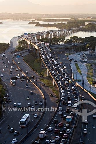Vista da Linha Vermelha na altura da Ilha do Fundão  - Rio de Janeiro - Rio de Janeiro (RJ) - Brasil