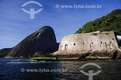 Pão de Açúcar - à esquerda - com a Fortaleza de São João (1565) - também conhecida como Fortaleza de São João da Barra do Rio de Janeiro  - Rio de Janeiro - Rio de Janeiro (RJ) - Brasil