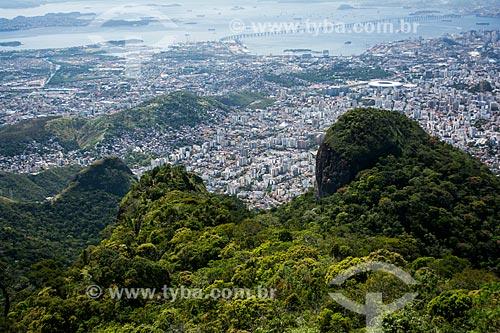 Floresta da Tijuca com zona norte e Baía de Guanabara ao fundo  - Rio de Janeiro - Rio de Janeiro (RJ) - Brasil
