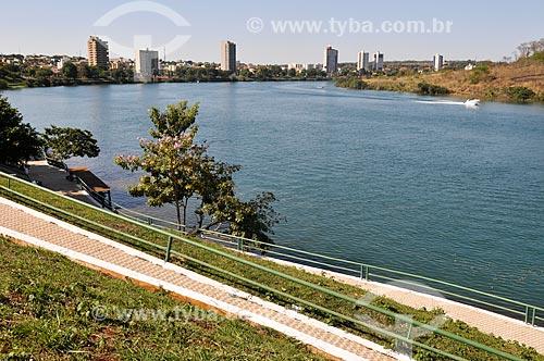 Vista do Rio Paranaíba com a cidade de Itumbiara ao fundo  - Itumbiara - Goiás (GO) - Brasil