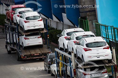 Caminhão cegonha na Rodovia Presidente Dutra  - Mesquita - Rio de Janeiro (RJ) - Brasil