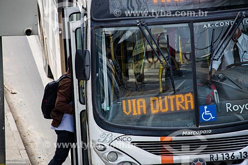 Ônibus na Rodovia Presidente Dutra  - Mesquita - Rio de Janeiro (RJ) - Brasil