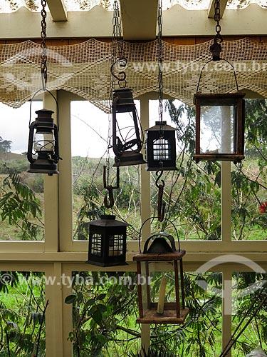 Lampiões antigos no interior de casa de campo  - São Francisco de Paula - Rio Grande do Sul (RS) - Brasil