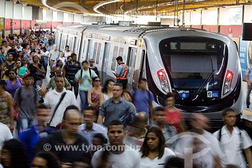 Pessoas desembarcando na Estação de Metrô da Pavuna  - Rio de Janeiro - Rio de Janeiro (RJ) - Brasil