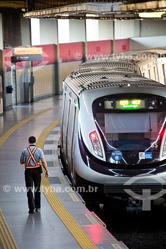 Funcionário do Metrô Rio na Estação Pavuna do Metrô Rio  - Rio de Janeiro - Rio de Janeiro (RJ) - Brasil
