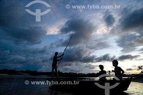 Crianças ribeirinhas na Vila de Santo Amaro às margens dos Lençóis Maranhenses  - Santo Amaro do Maranhão - Maranhão (MA) - Brasil