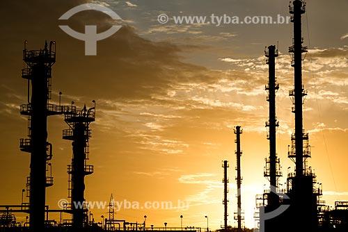 Unidades de Recuperação de Líquidos de Gás Natural (URLs) - Terminal Terrestre de Cabiúnas (TECAB) - Local de recebimento e armazenamento do petróleo originado da Bacia de Campos  - Macaé
