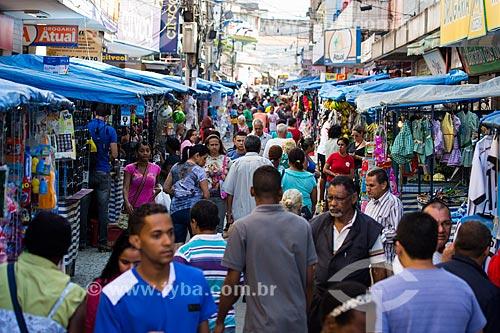 Pedestres na Rua João Fernandes Neto (Calçadão de Belford Roxo)  - Belford Roxo - Rio de Janeiro (RJ) - Brasil