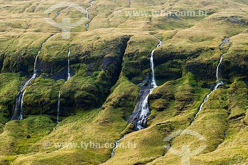 Cachoeiras formadas pelo degelo dos grandes picos  - Southern Region - Islândia