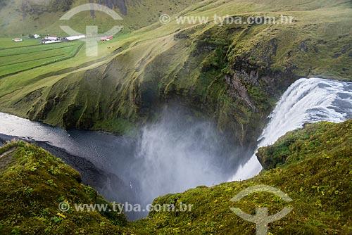 Queda dágua conhecida como Skógafoss - uma das maiores quedas de água da Islândia  - Skógar - Southern Region - Islândia