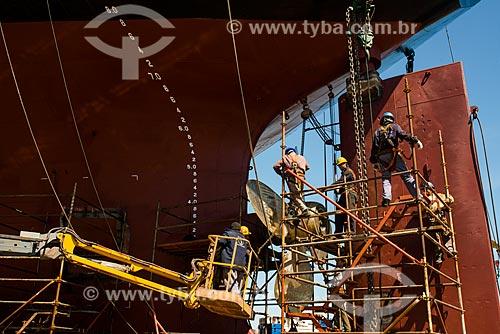 Operários trabalhando no reparo do Navio Maísa no Estaleiro Tandanor  - Buenos Aires - Província de Buenos Aires - Argentina