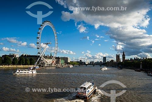 Vista do Rio Tâmisa com a roda gigante London Eye (1999) - também conhecida como Millennium Wheel (Roda do Milênio) - ao fundo  - Londres - Grande Londres - Inglaterra