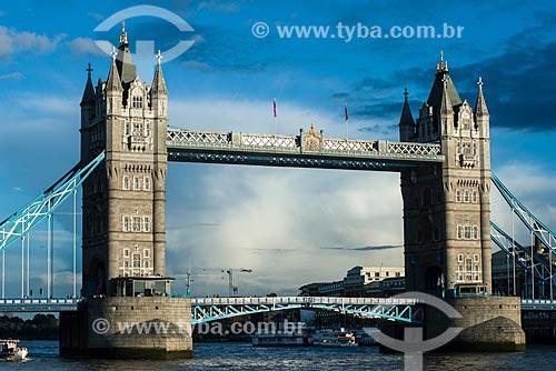 Vista da Tower Bridge (Ponte da Torre) - 1894 - sobre o Rio Tâmisa  - Londres - Grande Londres - Inglaterra