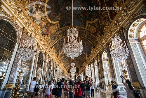 Interior da Galeria dos Espelhos no Château de Versailles (Palácio de Versalhes) - residência oficial da monarquia da Francesa entre os anos de 1682 a 1789  - Versalhes - Yvelines - França