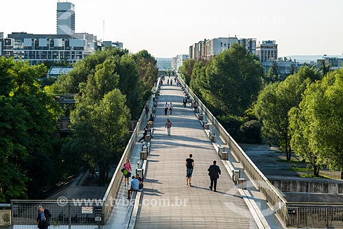 Praça próximo ao Grande Arche de la Défense (Arco de La Defense)  - Paris - Paris - França