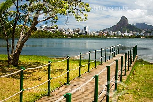 Deck na Lagoa Rodrigo de Freitas com o Morro Dois Irmãos ao fundo  - Rio de Janeiro - Rio de Janeiro (RJ) - Brasil