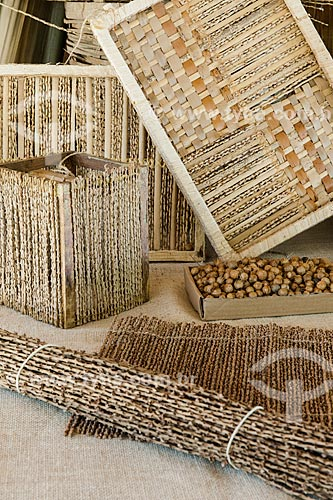 Artesanato em palha feito da Içara (Euterpe edulis Martius) - também conhecida como juçara, jiçara ou palmito-juçara - na Área de Proteção Ambiental da Serrinha do Alambari  - Resende - Rio de Janeiro (RJ) - Brasil