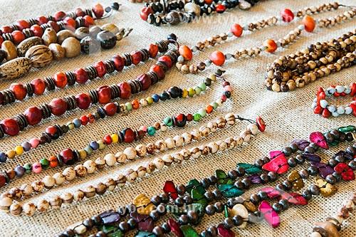 Artesanato feito da semente de içara (Euterpe edulis Martius) - também conhecida como juçara, jiçara ou palmito-juçara - na Área de Proteção Ambiental da Serrinha do Alambari  - Resende - Rio de Janeiro (RJ) - Brasil