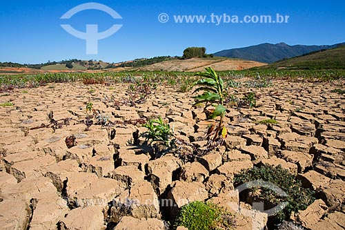 Solo rachado na Represa de Jacareí durante a crise de abastecimento no Sistema Cantareira  - Joanópolis - São Paulo (SP) - Brasil