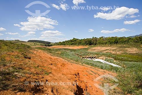 Vista do Rio Jaguari com seu leito reduzido durante a crise de abastecimento no Sistema Cantareira  - Vargem - São Paulo (SP) - Brasil