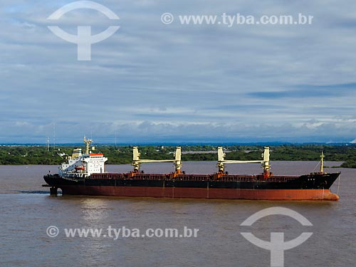 Navio cargueiro no Lago Guaíba  - Porto Alegre - Rio Grande do Sul (RS) - Brasil