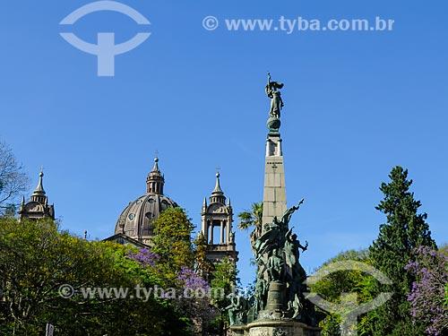 Monumento a Júlio de Castilhos na Praça da Matriz com a Catedral Metropolitana de Porto Alegre ao fundo  - Porto Alegre - Rio Grande do Sul (RS) - Brasil