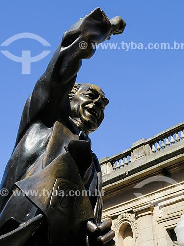 Detalhe da estátua de Leonel Brizola  - Porto Alegre - Rio Grande do Sul (RS) - Brasil