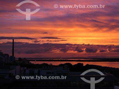 Pôr do sol no Lago Guaíba  - Porto Alegre - Rio Grande do Sul (RS) - Brasil