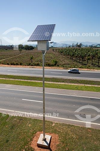 Detalhe de célula solar usada na iluminação do Arco Metropolitano  - Seropédica - Rio de Janeiro (RJ) - Brasil