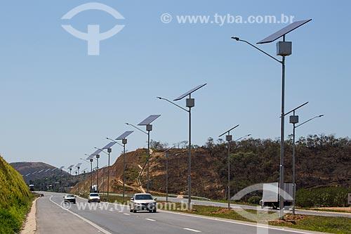 Trecho do Arco Metropolitano com células solares usadas na iluminação  - Japeri - Rio de Janeiro (RJ) - Brasil