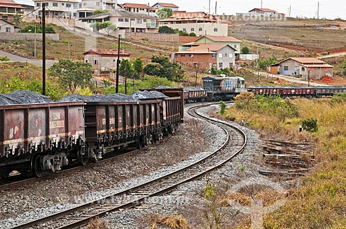 Trem da Ferrovia Centro-Atlântica transportando minério  - São Vicente de Minas - Minas Gerais (MG) - Brasil