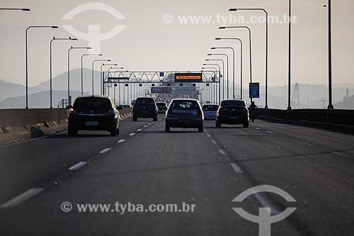 Tráfego na Ponte Rio-Niterói (1974)  - Rio de Janeiro - Rio de Janeiro (RJ) - Brasil