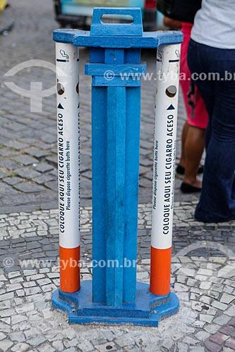 Coletor de bituca em formato de cigarro na Cinelândia  - Rio de Janeiro - Rio de Janeiro (RJ) - Brasil