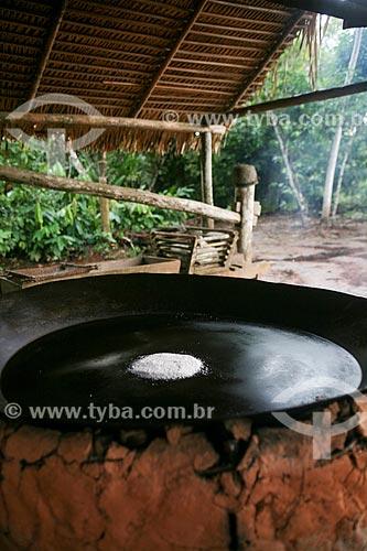 Preparo de tapioca - também conhecida como beiju - em fogão à lenha  - Manaus - Amazonas (AM) - Brasil