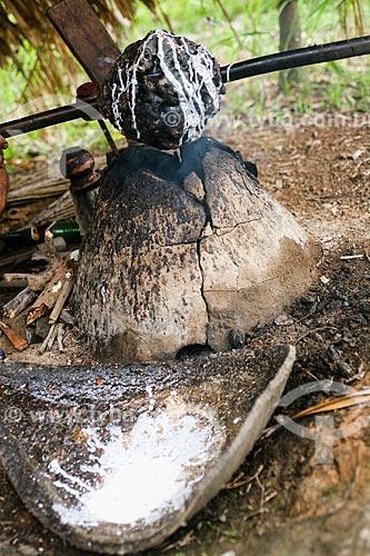 Pélas de borracha durante o processo de defumação - que transforma o látex em borracha  - Manaus - Amazonas (AM) - Brasil
