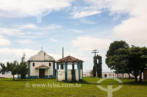 Igreja de Nossa Senhora do Rosário com ruínas do antigo templo  - Salvaterra - Pará (PA) - Brasil