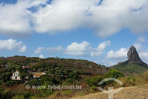 Vista geral da Vila dos Remédios com o Morro do Pico à direita  - Fernando de Noronha - Pernambuco (PE) - Brasil