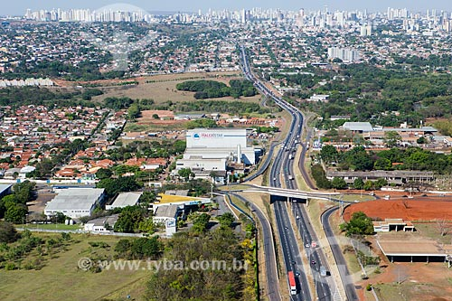 Trecho da Rodovia Transbrasiliana (BR-153) - também conhecida como Rodovia Belém-Brasília e Rodovia Bernardo Sayão - próximo à Goiânia  - Goiânia - Goiás (GO) - Brasil