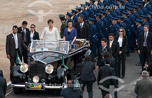 Presidente Dilma Rousseff desfilando durante a cerimônia de posse do primeiro mandato  - Brasília - Distrito Federal (DF) - Brasil
