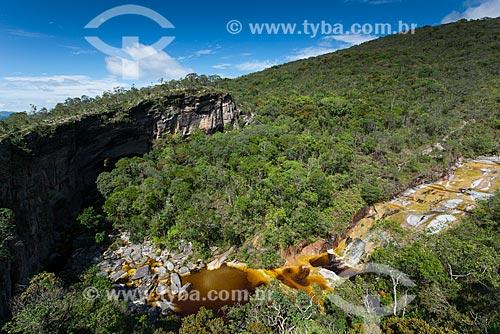 Vista da Ponte de Pedra - formação rochosa do Parque Estadual do Ibitipoca - e o Rio do Salto  - Lima Duarte - Minas Gerais (MG) - Brasil