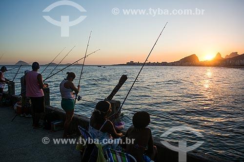 Pescadores no Mirante do Leme - também conhecido como Caminho dos Pescadores  - Rio de Janeiro - Rio de Janeiro (RJ) - Brasil