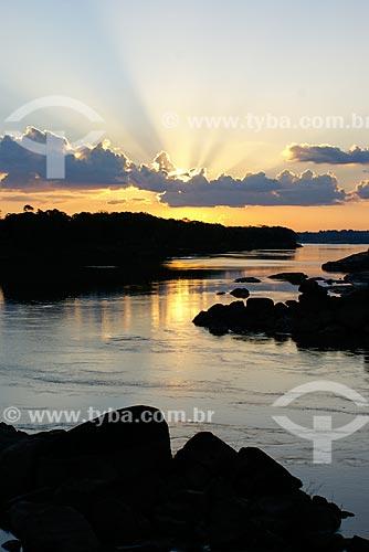 Pôr do sol no Rio Ji-Paraná - também conhecido como Rio Machado  - Ariquemes - Rondônia (RO) - Brasil