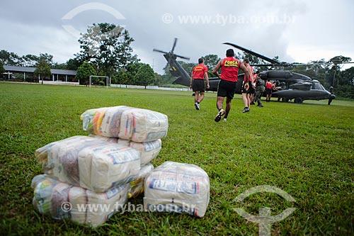 Helicóptero com cestas básicas para os desabrigados da cheia do Rio Mamoré no Comando de Fronteira Rondônia e 6º Batalhão de Infantaria de Selva  - Guajará-Mirim - Rondônia (RO) - Brasil