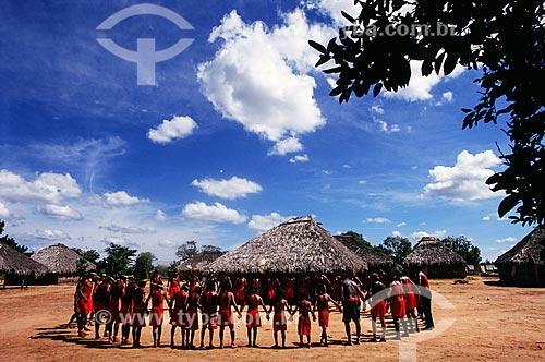 Homens da Tribo Xavante reunídos  - Campinápolis - Mato Grosso - Brasil
