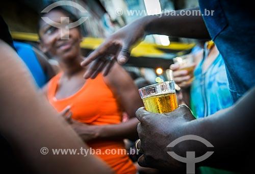 Pessoas bebendo cerveja  - Rio de Janeiro - Rio de Janeiro (RJ) - Brasil