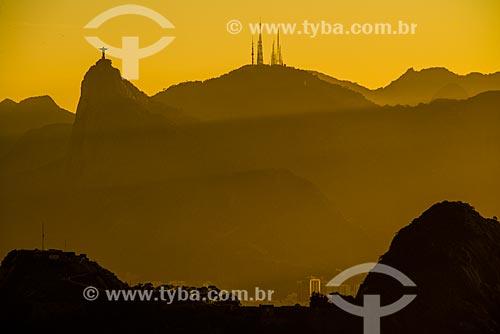 Pôr do sol com o Cristo Redentor e o Morro do Sumaré ao fundo  - Rio de Janeiro - Rio de Janeiro (RJ) - Brasil