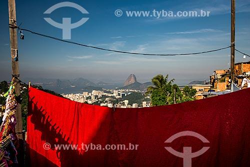 Roupa no varal Morro dos Prazeres com o Pão de Açúcar ao fundo  - Rio de Janeiro - Rio de Janeiro (RJ) - Brasil